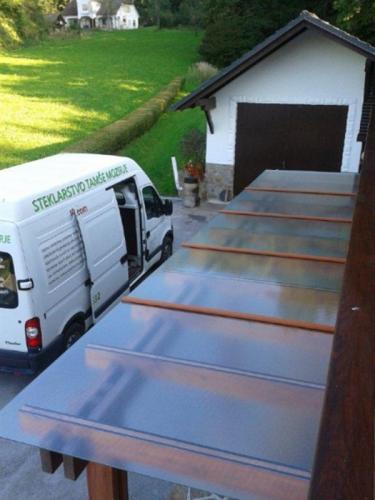 steklarstvo-tamse-steklene-strehe-1